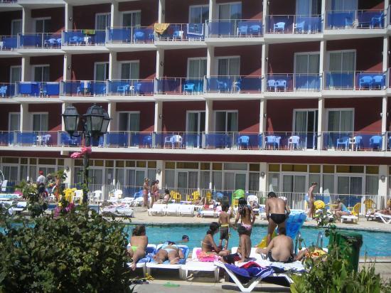 Gran Hotel Don Juan : Seconde piscine avec vue des fameux balcons