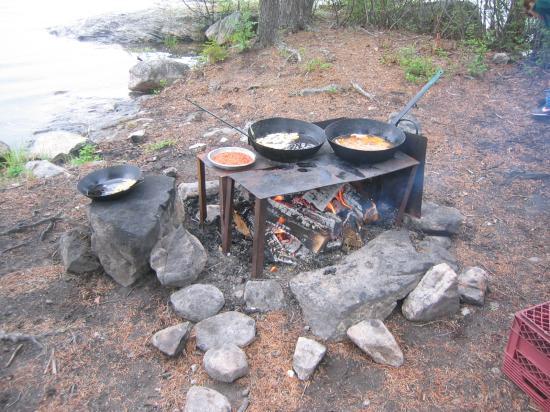 Errington's Wilderness Island Resort: Shore Lunch
