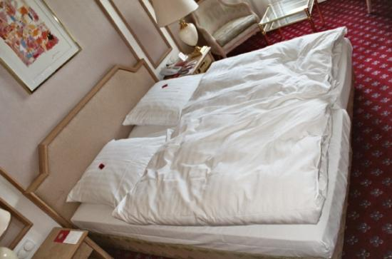 Savoy Hotel Berlin: Comfortable and clean bed