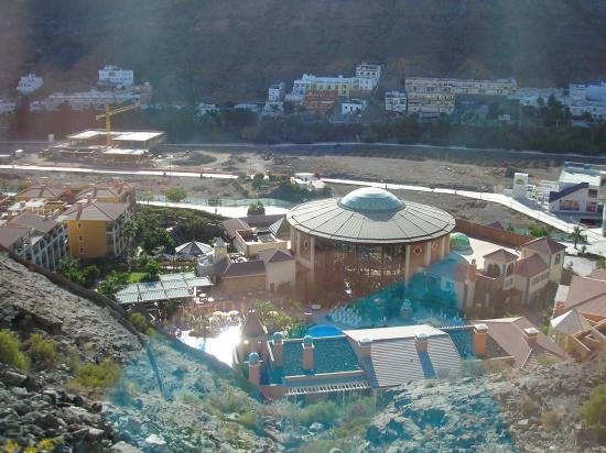 Cordial Mogan Playa: hotel view from the road
