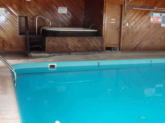 Chief Motel: 6 foot end of pool, Hot Tub and Sauna above