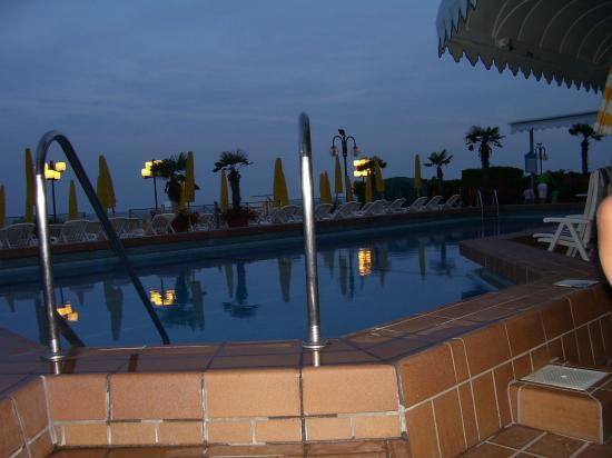 Cavalieri Palace: swimming pool