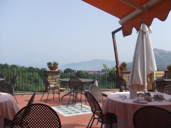 Hotel Hermitage Castellabate: Breakfast terrace