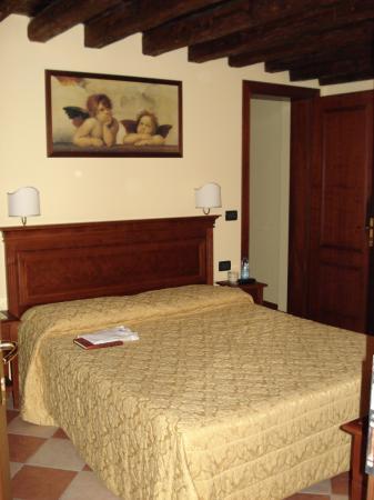 Alloggi Marinella: Apartment - bedroom