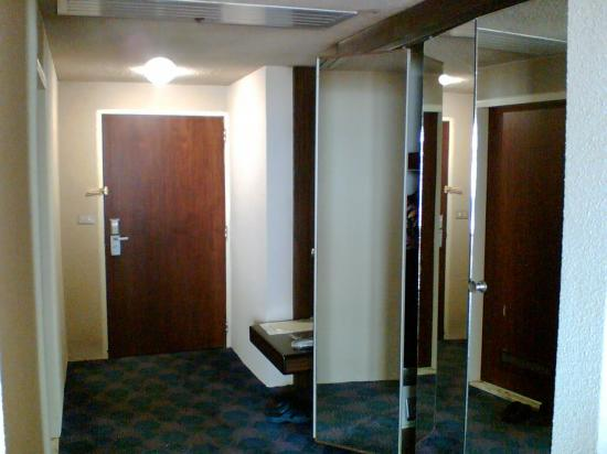 Shayan Kish Hotel: the entrance to our room & the closets