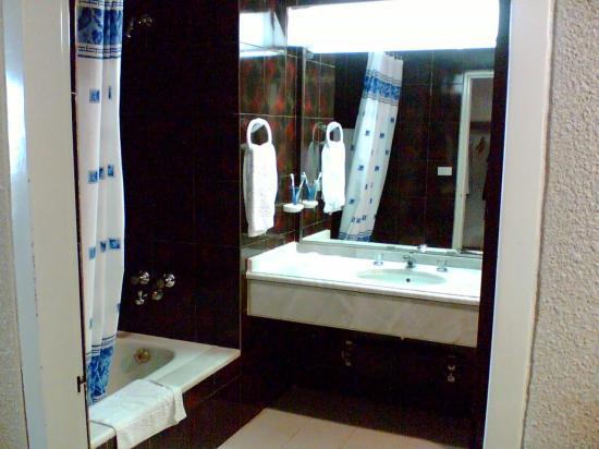 Shayan International Hotel: our bathroom2