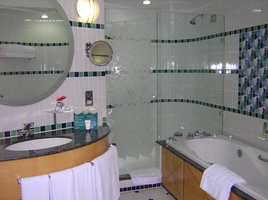 Jumeirah Beach Hotel: Bathroom