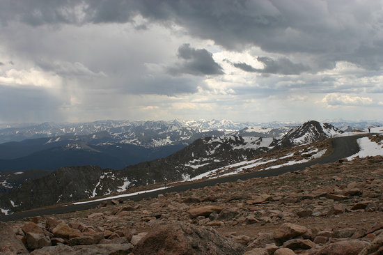 ‪دنفر, ‪Colorado‬: On top of Mount Evans in June‬