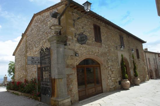 Residenza d'Epoca La Costa : Frontansicht des historischen Hotels