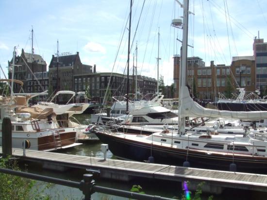 Quartier Du Port: 1 minute walk from hotel