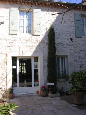 Les Jardins de la Livree: Reception and restaurant entrance