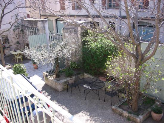 Les Jardins de la Livree: Courtyard from guest balcony