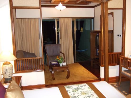Royal Cliff Beach Terrace: Terrace suite - a very big bed