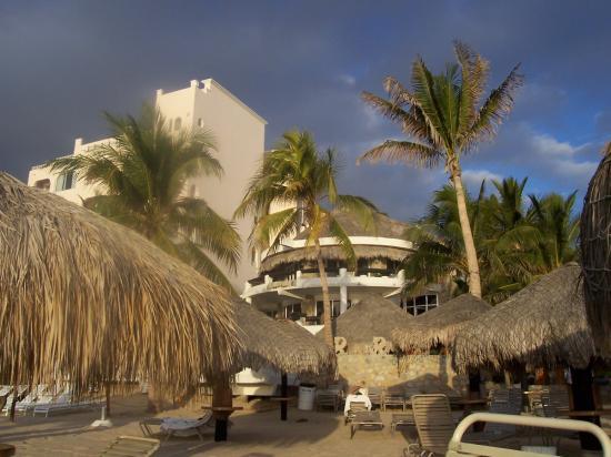 Club Cascadas de Baja: First Morning on the Beach