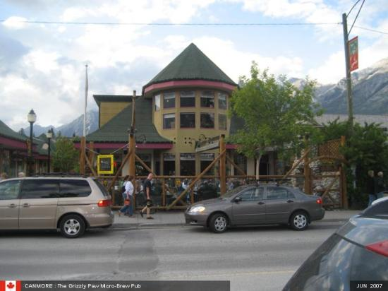 Canadian Rockies Chalets : The Grizzly Paw