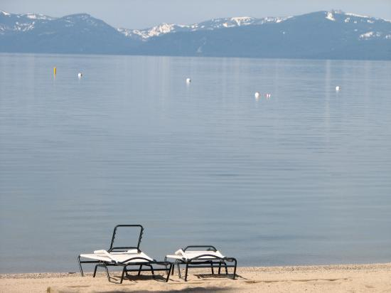 ‪‪Hyatt Residence Club Lake Tahoe, High Sierra Lodge‬: Resorts Private Beach‬