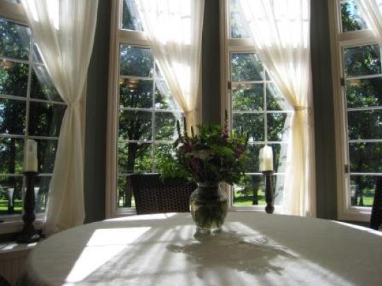 Back N Thyme: Breakfast room.