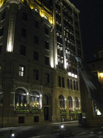 Hotel Le Germain Quebec : Dominion 1912 at night