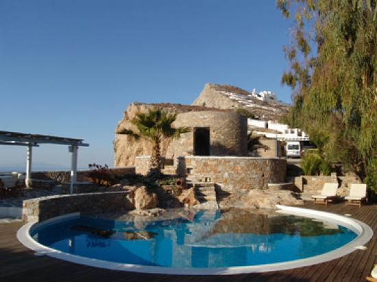 Anemomilos Apartments : The Pool and terraces - Swimming 700 feet above the Aegean Sea.