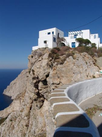 Anemomilos Apartments : Anemomilos at the western end - spectacular location on the cliffs