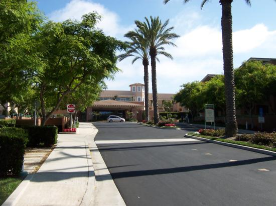 Grand Pacific Palisades Resort and Hotel : The entrance to the resort