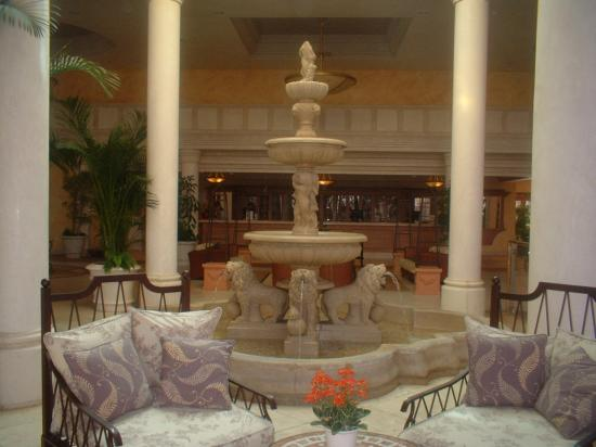 Cordial Mogán Playa: fountain in reception