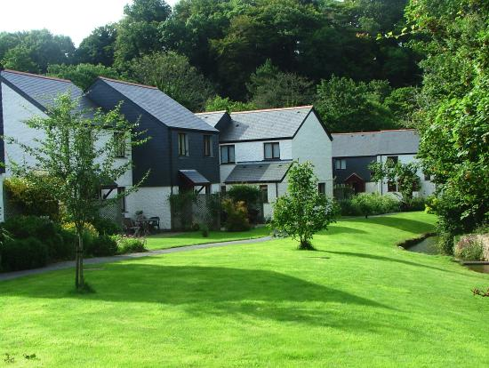 Pendra Loweth: cottage complex