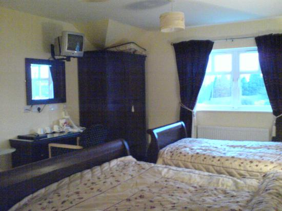 Laragh House: rooms are all quite big