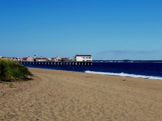 Old Colonial Motel : View of The Pier from Old Colonial Beach