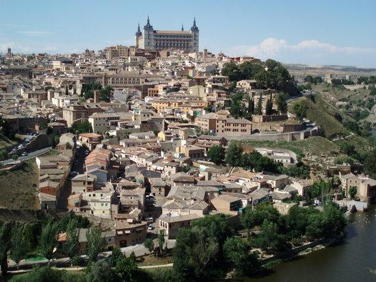 Hotel Santa Isabel: looking to Toledo