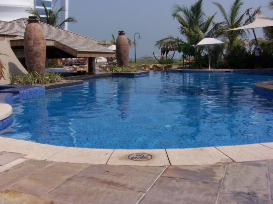 Jumeirah Beach Hotel: exec pool view
