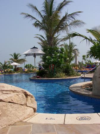 Jumeirah Beach Hotel: exec pool