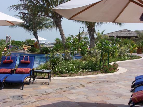 Jumeirah Beach Hotel: exec pool area