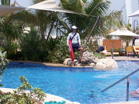 Jumeirah Beach Hotel: Water fountain exec pool