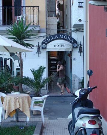 Hotel Villa Mora: Front of Hotel