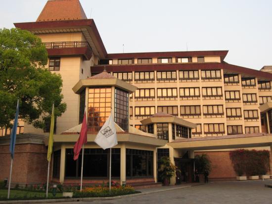 Hotel Yak & Yeti: Front Entrance