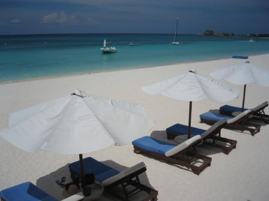 Amanpulo: Beach front