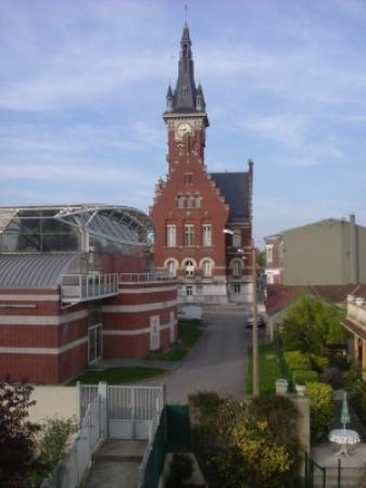 Hotel de la Paix: View of Town hall from room