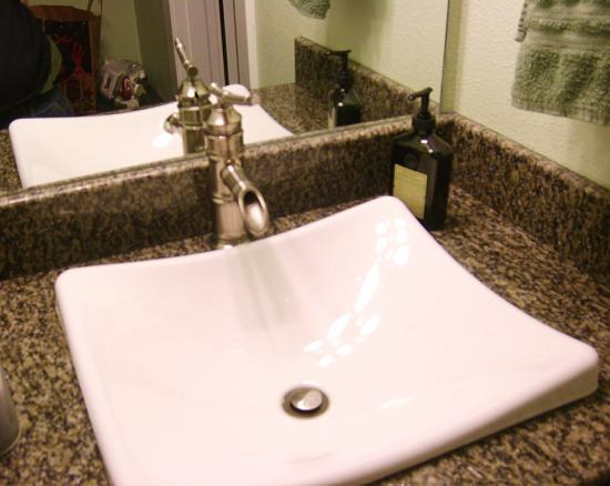 Beachfront Manor Hotel: in lovvvve with the sink!