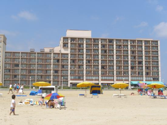 Best Western Plus Sandcastle Beachfront Hotel: Virginia Beach