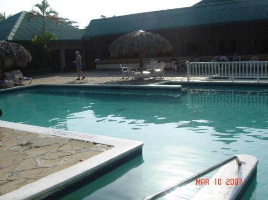 Occidental Caribbean Village Playa Dorada : most people will be sleeiping, so you have the pool all to yourself