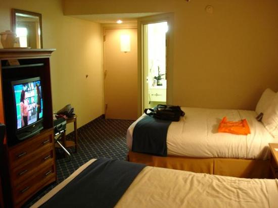 Comfort Inn & Suites: Hotel room