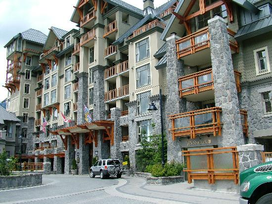Pan Pacific Whistler Village Centre : The front of the Pac Pacific