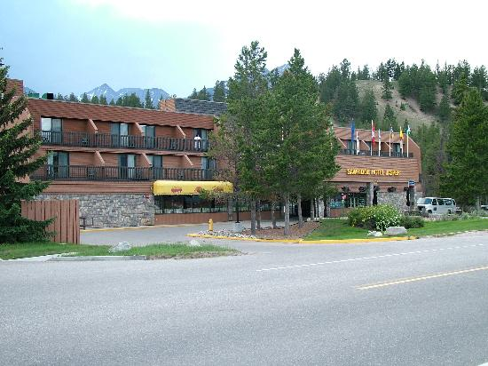 Sawridge Inn and Conference Centre Jasper : Ouside front of hotel