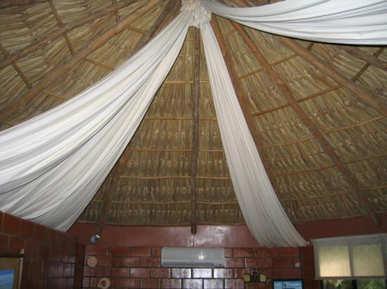 Las Hojas Resort & Club : Palapa-style roof of bungalows
