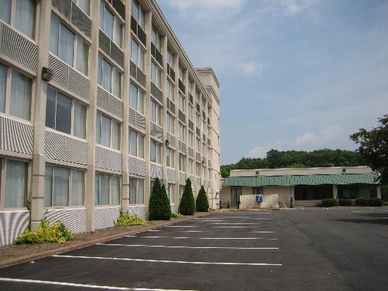 Hartford Hotel & Conference Center: Exterior of the hotel