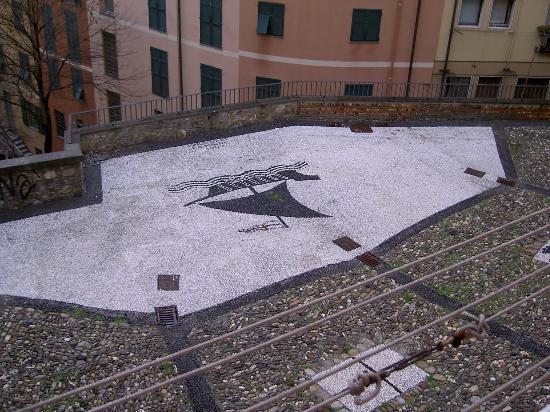 Génova, Italia: Pavimentazione della piazza