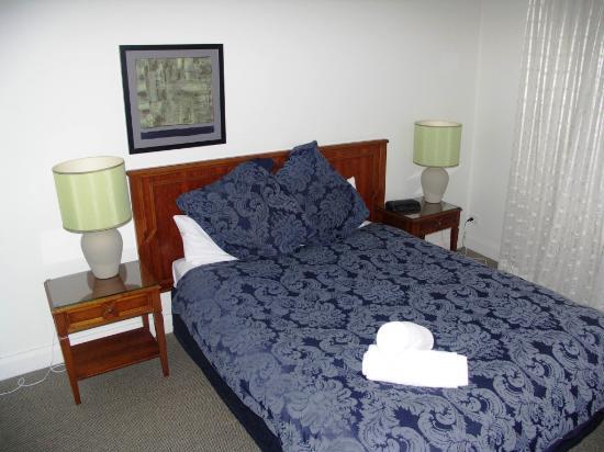 Bentley Suites : Main Bedroom