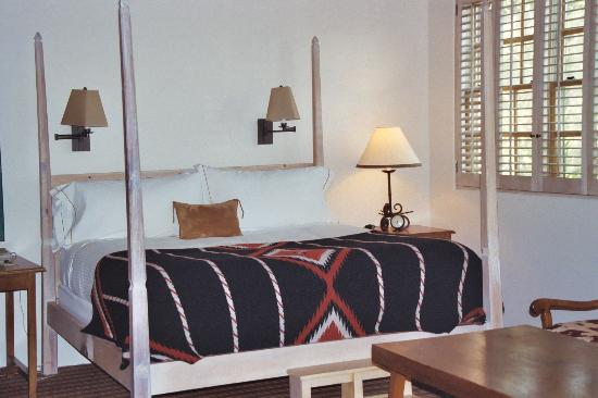 Rosewood Inn of the Anasazi: Amazing Bed