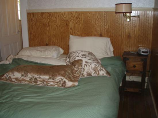 Arbor House Inn: The comfy bed!